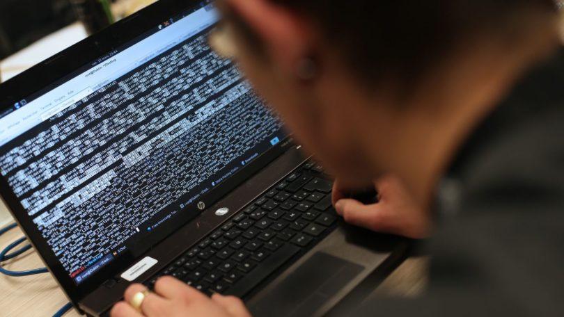 trois-banques-grecques-etaient-lundi-sous-la-menace-serieuse-d-une-cyberattaque-revendiquee-par-un-groupe-de-pirates-se-faisant-appeler-armada-collective_5473450