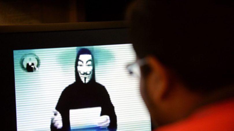 un-membre-des-anonymous-sur-un-ecran-d-ordinateur-a-singapour-le-1er-novembre-2013_5190167